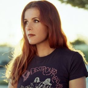 Concert Review: Neko Case Intoxicates Crowd, Offers Alt-Country Transcendence