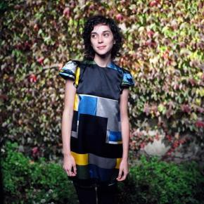 Review: St. Vincent's 'Actor' Commands Center Stage
