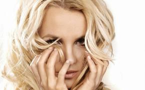Review: Britney Spears' 'Femme Fatale' Suffers Fatal Injuries