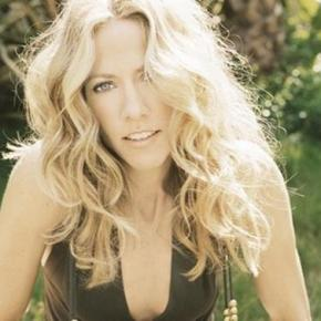 Review: Sheryl Crow Still Aims To Please